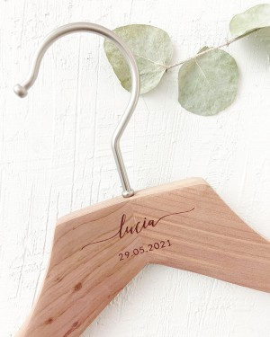 PERSONALIZED CEDAR HANGER WITH ENGRAVED NAME AND DATE